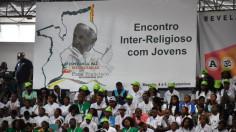 ĐTC gặp gỡ giới trẻ liên tôn tại Mozambique