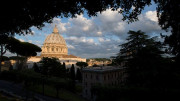 Tìm kiếm phương thức giải quyết thiếu hụt ngân sách Tòa Thánh