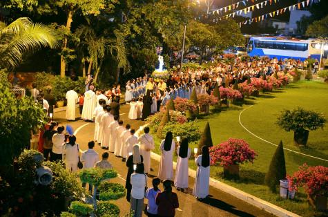 Đền Thánh Đức Mẹ Bãi Dâu:Cử hành phụng vụ kính Đức Mẹ Fatima