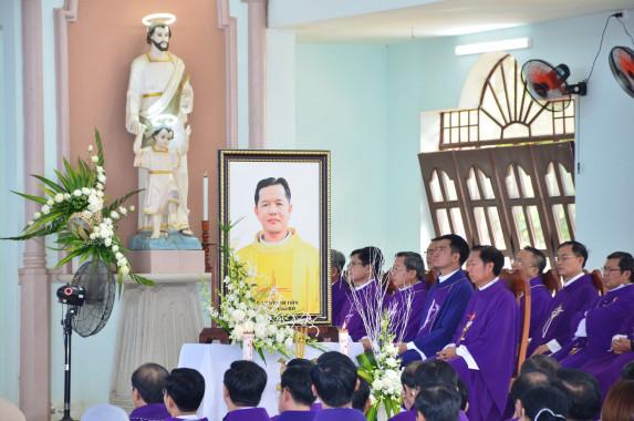 Gx. Đức Hiệp: Lễ giỗ 01 năm Cha Phêrô Nguyễn Phi Vũ