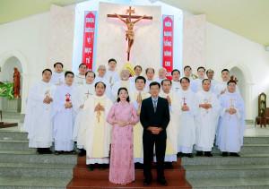 Gx. Lam Sơn: Tân Linh Mục Giuse Nguyễn Xuân Phong dâng lễ tạ ơn