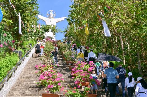 Tượng Đài Chúa Kitô Vua- Tao Phùng: Mừng đại lễ Chúa Kitô Vua Vũ trụ