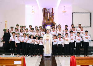 Tin Ảnh: Gx. Bình Ba: Mừng bổn mạng Giáo xứ và Rước lễ lần đầu