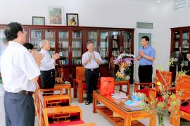 Tin Ảnh: Đại diện Khối Giáo dân thăm và chúc xuân Đức Cha Tôma cùng quý Cha Nhà Hưu Dưỡng Phước Lâm