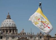 Tòa Thánh treo cờ rủ để tang cho Ý và thế giới