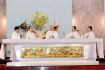 Tin ảnh: Gp. Bà Rịa: Đức cha Emmanuel cử hành Thánh lễ Tiệc Ly