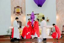 Tin ảnh: Gp. Bà Rịa: Đức cha Emmanuel cử hành Phụng vụ Thứ Sáu Tuần Thánh