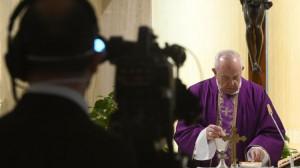 ĐTC Phanxicô (01/04) cầu nguyện cho giới truyền thông