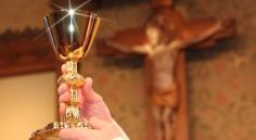 Thập giá: bàn thờ dâng của lễ đời ta