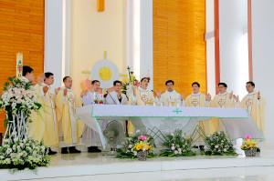 Gx. Long Hương:Tân Linh mụcGiuse Nguyễn Hữu Hiến Minh dâng lễ tạ ơn