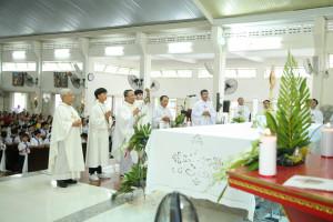 Tin ảnh. Gx. Lam Sơn: Chầu Thánh Thể thay Giáo phận- Ngày 14.06.2020
