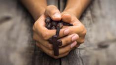 Thời đại 5G mà còn cầu nguyện à?