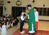 Tin Ảnh: Gx. Thủ Lựu: Thánh lễ ban Bí tích Thánh Thể lần đầu