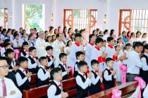 Tin Ảnh: Gx. Long Tâm: 46 thiếu nhi lãnh nhận Bí tích Thánh Thể lần đầu