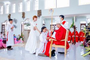Tin Ảnh: Gx. Đức Hiệp: Thánh lễ ban Bí tích Thêm Sức cho 18 em thiếu nhi