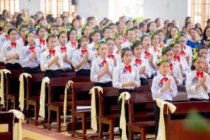 Gx. Kim Long: Thánh lễ ban Bí tích Thêm sức