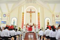 Gx. Hồ Tràm: Đức Cha Emmanuel ban Bí tích Thêm Sức cho 40 em thiếu nhi