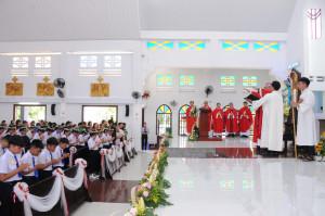 Tin Ảnh: Gx. Trung Đồng: Thánh lễ ban Bí tích Thêm sức- Ngày 19.7.2020