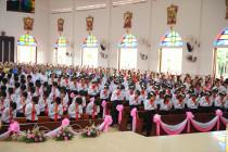 Tin Ảnh: Gx. Hòa Thuận: Đức Cha Emmanuel ban Bí tích Thêm sức cho 138 thiếu nhi- Ngày 18.7.2020