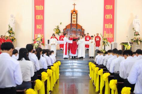 Tin Ảnh: Gx. Bông Trang: Đức Cha Emmanuel ban Bí tích Thêm Sức- Ngày 11.7.2020