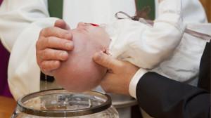 Bộ Giáo lý Đức tin: Cử hành Bí tích rửa tội với nghi thức được sửa đổi tùy tiện là không thành sự