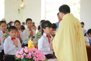 Tin Ảnh: Gx. Phước Tân: Thánh lễ ban Bí tích Thánh Thể lần đầu