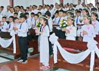 Tin Ảnh: Gx. Vinh Châu: 156 em thiếu nhi rước lễ lần đầu