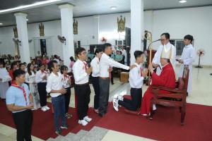 Gx. Đất Đỏ: Đức Cha Tôma ban Bí tích Thêm sức cho 49 em thiếu nhi
