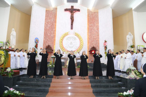 Hội Dòng Mến Thánh Giá Bà Rịa: Thánh lễ Khấn Dòng- Ngày 10.10.2020