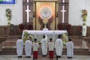 Tin Ảnh: Gx. Bình Châu: Chầu Thánh Thể thay Giáo phận- Ngày 18.10.2020