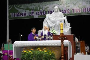 Tin Ảnh: Gx. Quảng Nghệ: Thánh lễ cầu cho các tín hữu đã qua đời