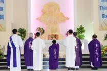 Gx. Phú Vinh: Chầu Thánh Thể thay Giáo phận và công bố thành lập Giáo xứ