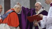 Do đại dịch, Bộ Phụng tự và Kỷ luật Bí tích sửa đổi cách thức Xức tro