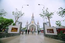 Gx. Đông Hải: Thánh lễ cung hiến thánh đường và thánh hiến bàn thờ