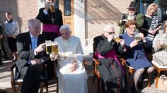 Đức Nguyên Giáo Hoàng Biển Đức XVI tròn 94 tuổi