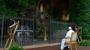 """""""Marathon cầu nguyện"""" với kinh Mân Côi của Đức Thánh Cha"""