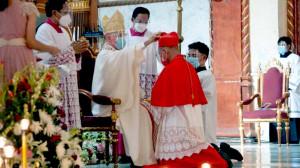 Đức Hồng y Advincula nhận mũ và nhẫn Hồng y