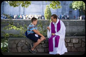 Linh mục là con của loài người, nhưng có thể sinh ra con cái Thiên Chúa
