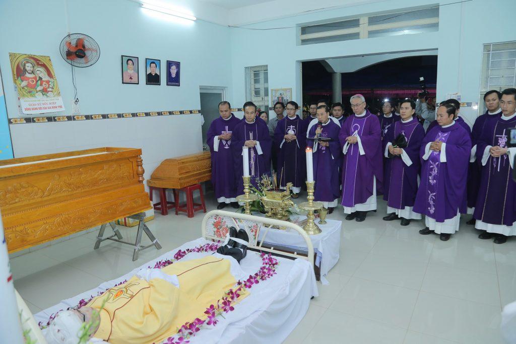 Cầu nguyện cho linh hồn Cha Giuse Đặng Đình An, Cha qua đời vì tai nạn giao thông - Ảnh minh hoạ 3